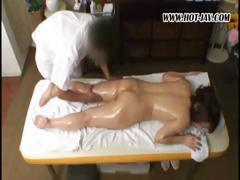 Chunky Japanese puss gets oiled up and finger-fucked during kinky massage