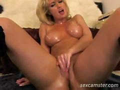 Oiled up blonde shows us how to properly rub her wet pussy