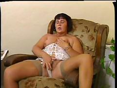 Chubby mommy gives her hirsute pussy a proper workout with dildo