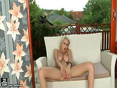 Blonde Babe Mandi Dee's Natural Born Talent