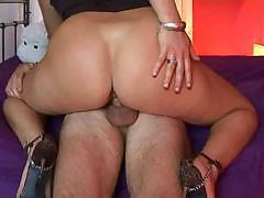 Fit MILF Carmen gets her ass covered