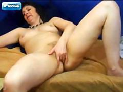 Mature on Webcam Fingering her Pussy