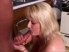 Sexy mature porn star Lizzy Liques loves to fuck