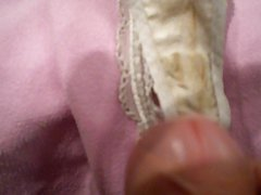 branle sur string de ma femme  cum on wife panties