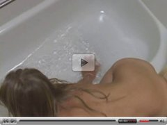Teen Makes Herself Cum In The Bathtub