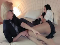 Horny blondie lets sexing by big strapon