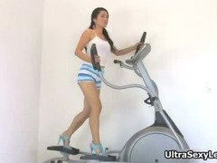 Cute asian babe doing exercise