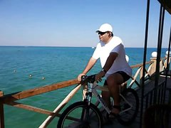 ME WITH MY BIKE AT BEACH