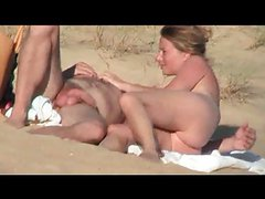 Hidden vid of French woman fingered and fucked on beach
