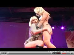 Lesbian strippers scandal on stage and licking pussy