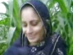 Meerut Village Bhabhi Outdoor Sex Scandal