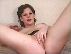 British slut Kelly plays with herself