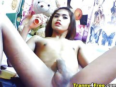 Big cock petite tranny jerking off