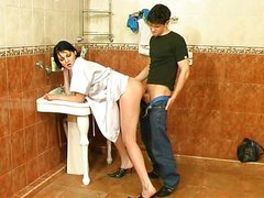Guy fuck mature woman on bathroom
