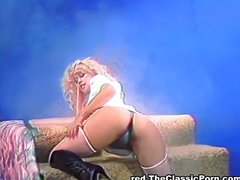 Seducing stripper seduces for fuck