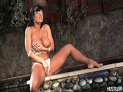 Busty brunette Lisa Ann playing her pussy.