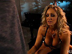 Sexy MILF Julia Ann sucking rigid cock