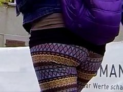 Candid - Bouncing Ass In Tight Leggings