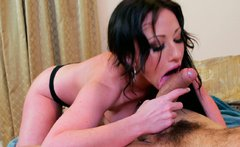 Peppering brunette whore gets her pussy eaten by voracious dude