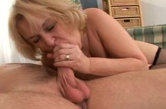Mature bitch enjoys meaty dick of one fresh nextdoor dude