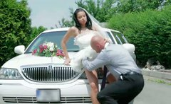 Stunningly curvy bride Victoria Blaze gives head to the bestman