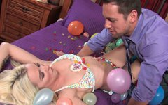 Blond head bodacious babe got her kitty-eating b-day gift from her BF