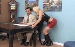 Horn-mad dude licks the feet of slutty and buxom blondie Alexis Texas