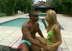 Shemale blondie gives outdoor blowjob and demonstrates deepthroat talent