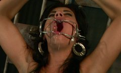 Torrid slut Sorana gives hot blowjob in hot BDSM video