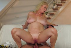 Horny milf with huge jugs gives blow job and tits job
