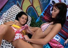 Tempting babes Amanda and Ella please one another in a hot lesbi sex action