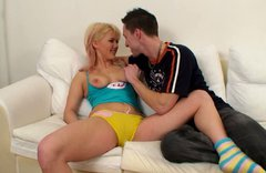 Rubbish teen Amy is getting her tight coochie licked