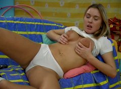 Cute teen chick Wendy masturbates with dildo