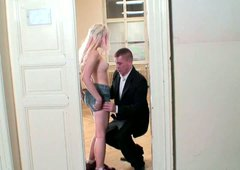 Spoiled blond student gives a blowjob to her BF in the hallway