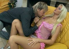 Sizzling blond babe gets her cunt tongue fucked before she gives blowjob