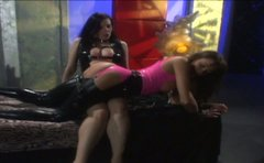 Horny and rapacious gal in latex Anastasia Pierce treats a lesbo in BDSM way