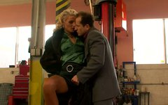 Luxurious blondie in fur coat seduces a mechanic for giving a blowjob