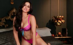 Hypnotizing brunette babe Sunny Leone in solo seduction show
