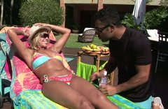 Kinky tanned blondie gonna seduce a man for a casual sex near the pool