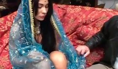 Bosomy Indian MILF in traditional clothes takes it up her asshole