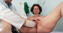 Oldie with huge ass Ivana gets her mature pussy fingerfucked by weird doctor
