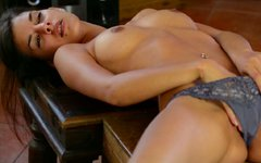 Hawt painter Candice Luca rubs herself to orgasm