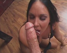 Voracious cock sucker Julie Knight gives a head