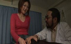 Submissive Japanese whore gets her hairy pussy rubbed in the dark room