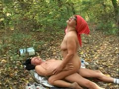 Pretty curvy granny Mandy fucks her geezer in the woods