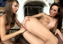 Aphrodisiac brunettes Sindy and Szofy Soft finger each other