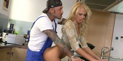 Curly blonde housewife Ivana Sugar seduces black plumber