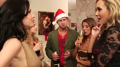 Tipsy Brandi Love, Lexi Belle, Madison Ivy and Veronica Avluv share one dude