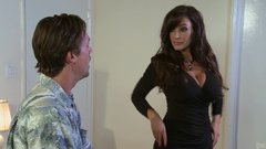 Busty brunette milf Lisa Ann seduces delivery guy
