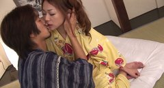 Japanese samurai fells in love with commoner Hirota Sakura